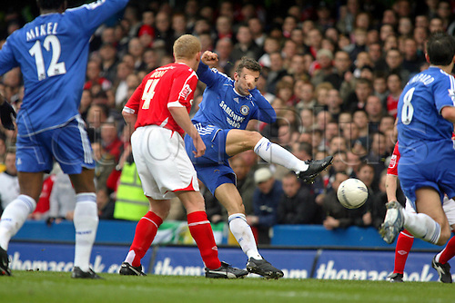 28 January 2007: Chelsea striker Andriy Shevchenko scores the opening goal of the FA Cup 4th Round game between Chelsea and Nottingham Forest played at Stamford Bridge. Chelsea won the game 3-0,  Photo: Actionplus....070128 football soccer player shot shoots shooting