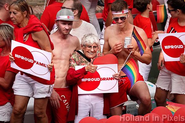 Nederland - Utrecht - 2018.  Voor het tweede jaar vaart de Utrecht Canal Pride door de binnenstad. Proud Granny. Foto mag niet in negatieve / schadelijke context gepubliceerd worden.    Foto Berlinda van Dam / Hollandse Hoogte.