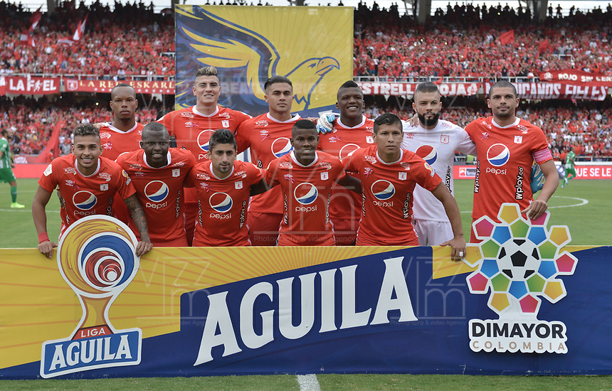 CALI - COLOMBIA, 19-10-2019: Jugadores del América posan para una foto previo al partido por la fecha 18 de la Liga Águila II 2019 entre América de Cali y Atlético Nacional jugado en el estadio Pascual Guerrero de la ciudad de Cali. / Players of America pose to a photo prior match for the date 18 as part of Aguila League II 2019 between America de Cali and Atletico Nacional played at Pascual Guerrero stadium in Cali. Photo: VizzorImage / Gabriel Aponte / Staff