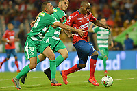 MEDELLÍN - COLOMBIA, 29-01-2019: William Parra del Medellín disputa el balón con Jeider Riquett y John Edison Garcia de Equidad durante partido por la fecha 2 Final entre Deportivo Independiente Medellín y La Equidad como parte de la Liga Águila I 2019 jugado en el estadio Atanasio Girardot de la ciudad de Medellín. / William Parra of Medellin vies for the ball with Jeider Riquett and John Edison Garcia of Equidad during atch for the date 2 between Deportivo Independiente Medellin and La Equidad as a part Aguila League I 2019 played at Atanasio Girardot stadium in Medellin city. Photo: VizzorImage / Leon Monsalve / Cont