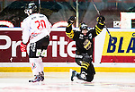 Stockholm 2015-01-04 Ishockey Hockeyallsvenskan AIK - Vita H&auml;sten :  <br /> AIK:s Yared Hagos friar sitt 2-2 m&aring;l under matchen mellan AIK och Vita H&auml;sten <br /> (Foto: Kenta J&ouml;nsson) Nyckelord:  AIK Gnaget Hockeyallsvenskan Allsvenskan Hovet Johanneshov Isstadion Vita H&auml;sten depp besviken besvikelse sorg ledsen deppig nedst&auml;md uppgiven sad disappointment disappointed dejected