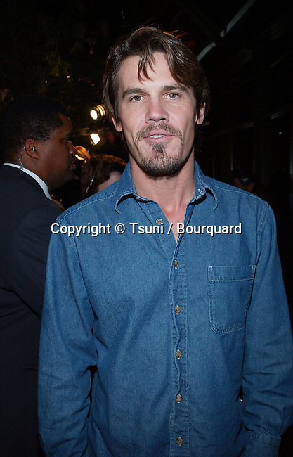 Josh Brolin arriving at the premiere of Beautiful Mind at the Academy of Motion Pictures in Los Angeles. December 13, 2001. BrolinJosh01.jpg