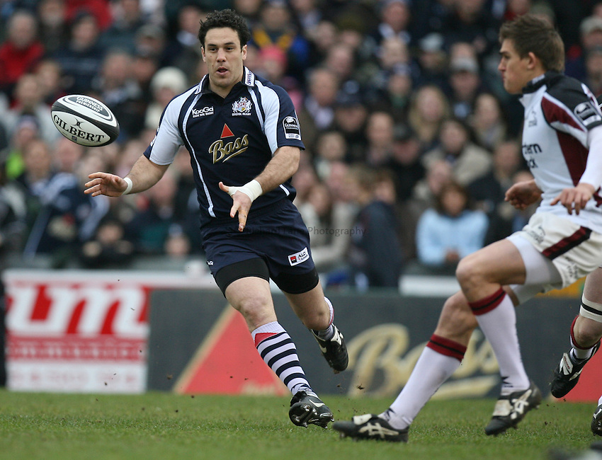 Photo: Rich Eaton...Bristol Rugby v Newcastle Falcons. Guinness Premiership. 18/02/2007. David Hill left of Bristol passes as Toby Flood left defends