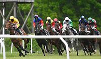 Bei den Jockeys war Maskenpflicht Berlin-Hoppegarten Galopp, Pferdesport, Reitsport, turf, Rennbahn Hoppegarten Hoppegarten, 10.5.2020 *** Jockeys had to wear masks Berlin Hoppegarten Gallop, equestrian sports, riding, turf, racecourse Hoppegarten Hoppegarten, 10 5 2020