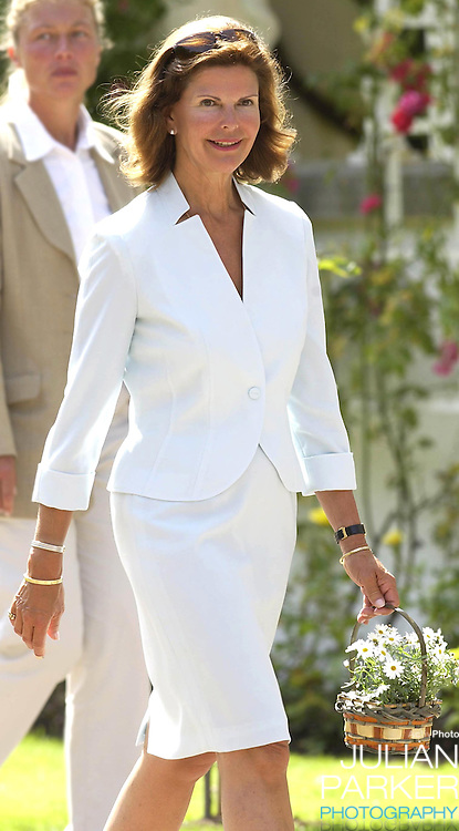 CROWN PRINCESS VICTORIA OF SWEDEN CELEBRATES HER 25TH BIRTHDAY, .WITH HER PARENTS, AT SOLLIDEN, NEAR BERGHOLM, SWEDEN..14/7/02.  PICTURE: UK PRESS   (ref 5105-14).QUEEN SILVIA OF SWEDEN