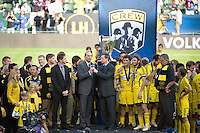 Don Garber, Rob Stone, Columbus Crew team during MLS Cup 2008. Columbus Crew defeated the New York Red Bulls, 3-1, Sunday, November 23, 2008. Photo by John Todd/isiphotos.com