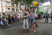 SÃO PAULO, SP, 28.10.2018 - ELEIÇÕES-2018 - Apoiadores do (PT) durante votação do segundo turno no colégio Brazilian International School, neste domingo, 28, no bairro de Indianópolis em São Paulo. (Foto: Anderson Lira/Brazil Photo Press/Folhapress)