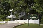 Crestmont Inn