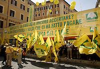 Manifestazione della Coldiretti sulle quote latte davanti a Montecitorio, 20 luglio 2010, durante la discussione sulla manovra economica del governo..UPDATE IMAGES PRESS/Riccardo De Luca