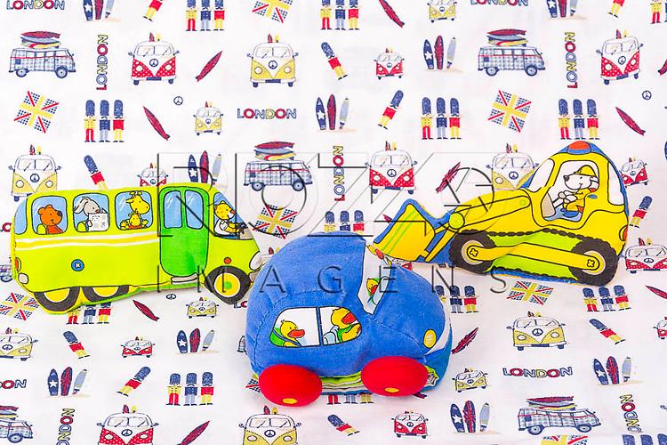 Livro-brinquedo e brinquedos de tecido, São Paulo - SP, 02/2014.