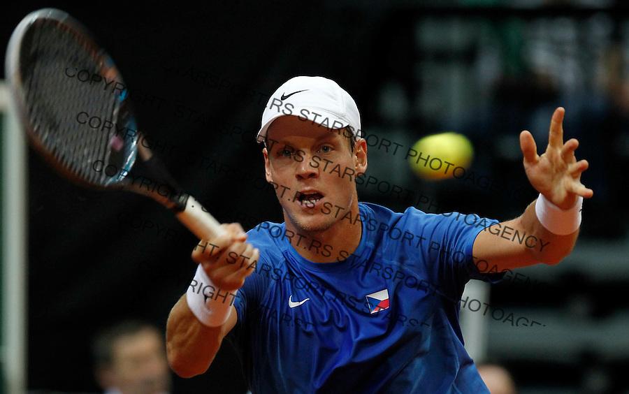 Davis Cup.Czech Republic Vs. Serbia.Janko Tipsarevic Vs. Tomas Berdych.Tomas Berdych returnes the ball.Prague, 08.04.2012..foto: Srdjan Stevanovic/Starsportphoto ©