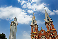 Granite statue of the Virgin Mary and the towers of the Gothic Revival styled Saigon Notre-Dame Cathedral Basilica. The cathedral was built between 1863 and 1880, the statue was installed in 1959. Ho Chi Minh City (Saigon), Vietnam