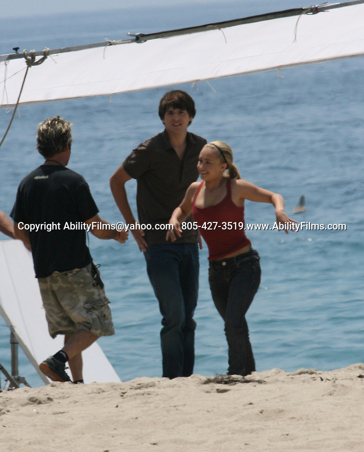 AbilityFilms@yahoo.com   805-427-3519.Hayden Panettiere kissing actor on the beach while filming the tv show Heroes in Malibu..Exclusive