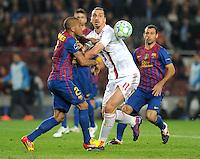 FUSSBALL  CHAMPIONS LEAGUE  VIERTELFINAL RUECKSPIEL   2011/2012      FC Barcelona - AC Mailand           03.04.2012 Daniel Alves (li, Barca) gegen Zlatan Ibrahimovic (AC Mailand)