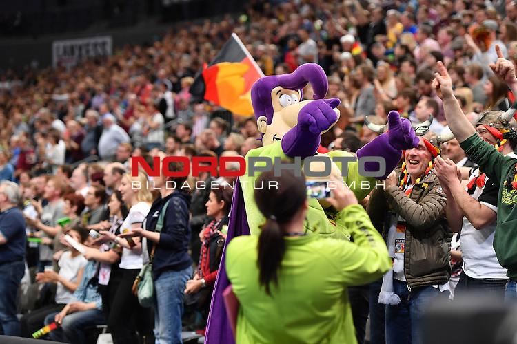 02.04.2016, LANXESS arena, K&ouml;ln , GER, Handball DHB Testl&auml;nderspiel,   Deutschland (GER) vs. D&auml;nemark ( DK) <br /> <br /> im Bild / picture shows: <br /> Stimmung in der Halle <br /> <br /> <br /> <br /> Foto &copy; nordphoto / meuter