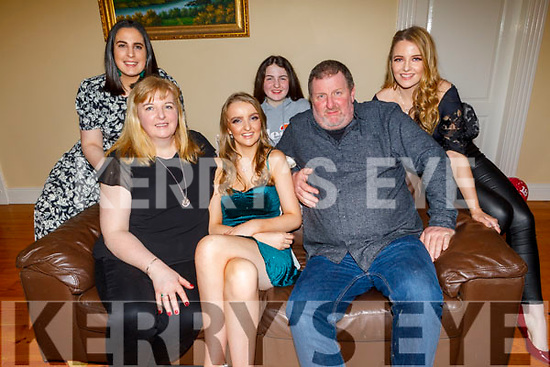 Katie Murphy from Listellick celebrating her 18th birthday at home on Saturday night. <br /> Seated : L to r: Sharon, Katie and Kevin Murphy.<br /> Standing l to r: Natalie, Laura and Rebecca Murphy
