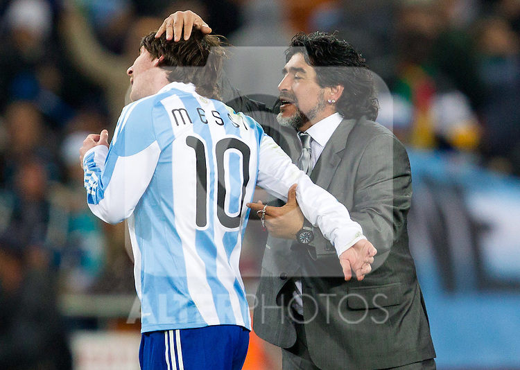 27.06.2010, Soccer City Stadium, Johannesburg, RSA, FIFA WM 2010, Argentina (ARG) vs Mexico (MEX), im Bild Diego Maradona (L) and Lionel Messi (R) of Argentina celebrate after the 2010 FIFA World Cup South Africa. EXPA Pictures © 2010, PhotoCredit: EXPA/ Sportida/ Vid Ponikvar +++ Slovenia OUT +++