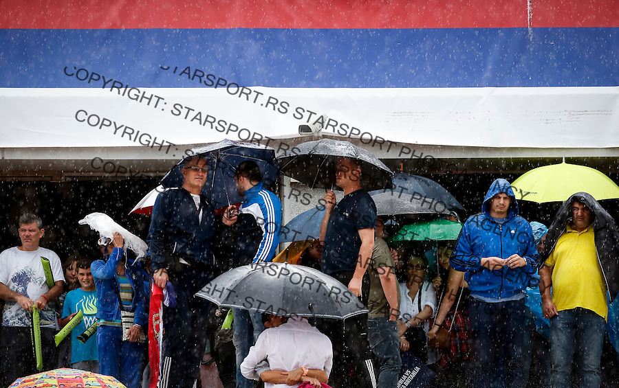 BELGRADE, SERBIA - JULY 15: Spectators wait for the rain to stop during the Davis Cup Quarter Final match between Serbia and Great Britain on Stadium Tas Majdan on July 15, 2016 in Belgrade, Serbia. (Photo by Srdjan Stevanovic/Getty Images)