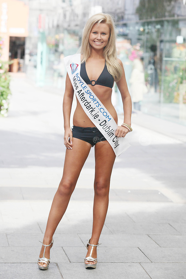 17/9/2010. Miss Ireland contestants. Miss Dublin City Pamela Ryan is pictured at St Stephens Green with the 35 Miss Ireland contestants as they officially unveiled in their swimwear and sashes for the 1st time at Stephen's Green Shopping Centre,  Dublin. Picture James Horan/Collins Photos