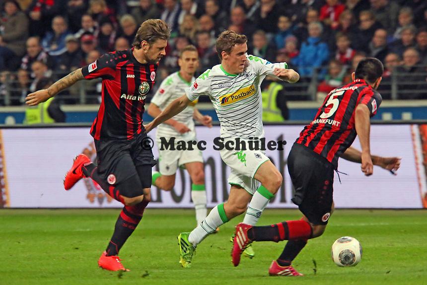 Marco Russ und Carlos Zambrano (Eintracht) gegen Max Kruse (Gladbach) - Eintracht Franfurt vs. Borussia Mönchengladbach, Commerzbank Arena