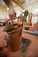 Europe/France/Aquitaine/24/Dordogne/Villamblard: Distillerie Clovis Reymond - Distillation alcool de fruit de poire William