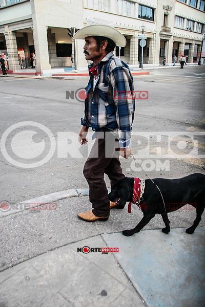 Jose Rodriguez Leyva  que bautizo como Indio a su perro, dice que ambos son originarios de de Huatabampo y acudieron a esta ciudad para pasar las fiesta patrias