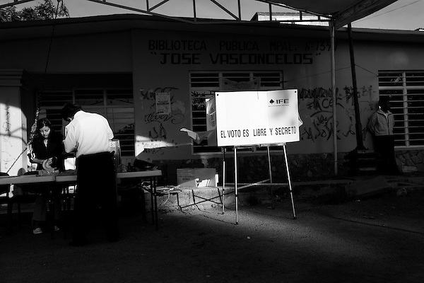 Voters went to the polls today in one of the closest political races for the presidency of all time. Citizens of the state of Oaxaca went to the polls in several towns to place their votes for their favorite candidate.