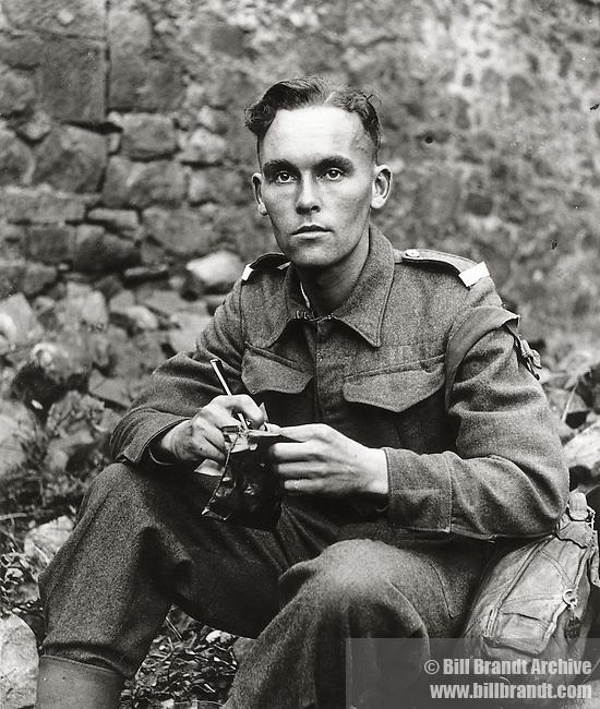 Alun Lewis, 1940s