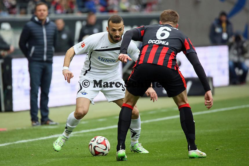 Süleyman Koc (Paderborn) gegen Bastian Oczipka (Eintracht) - Eintracht Frankfurt vs. SC Paderborn 07, Commerzbank Arena