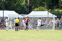Sebastian Rode (Eintracht) zieht ab - Eintracht Frankfurt vs. VfR Aalen