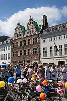 Denmark, Zealand, Copenhagen: Royal Copenhagen shop and other Designer shops along Amagertorv Stroget shopping street | Daenemark, Insel Seeland, Kopenhagen: Royal Copenhagen shop und andere Designerlaeden in der Einkaufsstrasse Amagertorv Stroget