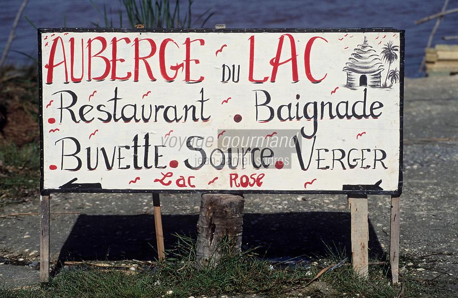 Afrique/Afrique de l'Ouest/Sénégal/Env de Dakar : Lac Rose de Retba - Enseigne restaurant
