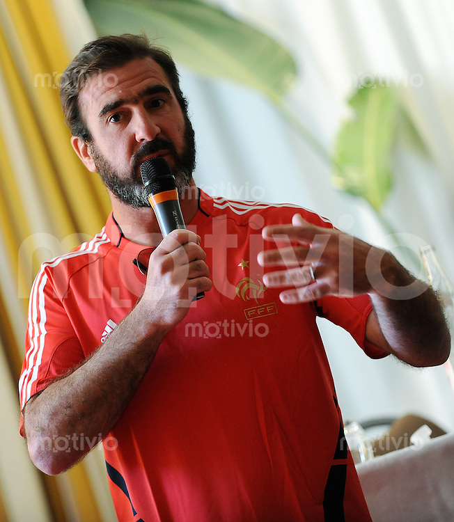 FIFA BEACH SOCCER WORLD CUP 2008 Marseille    15.07.2008 Coach Eric CANTONA (FRA) addresses to a seminar of coaches in Marseille.
