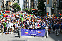 NEW YORK, EUA, 25.06.2017 - PARADA-NEW YORK - O prefeito de New York Bill De Blasio  durante a Parada do Orgulho LGBT na cidade de New York nos Estados Unidos neste domingo, 25. (Foto: William Volcov/Brazil Photo Press)