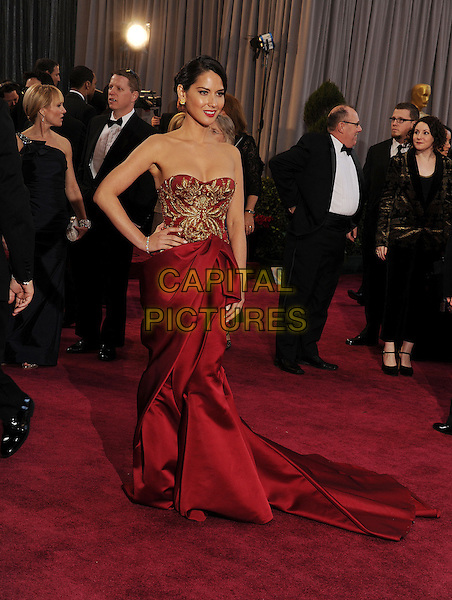 Olivia Munn (wearing Marchesa).85th Annual Academy Awards held at the Dolby Theatre at Hollywood & Highland Center, Hollywood, California, USA..February 24th, 2013.oscars full length red gold embroidered strapless silk satin dress train hand on hip.CAP/ROT/TM.©Tony Michaels/Roth Stock/Capital Pictures