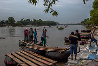 HIDALGO, MEXICO - OCTOBER 16: Guatemalan migrants step onto the Mexican side the Suchiate river that intersects the Hidalgo/Tecun Uman Mexican border crossing with Guatemala on the 16th of October, 2015 in Ciudad Hidalgo, Mexico. <br /> Daniel Berehulak for The New York Times