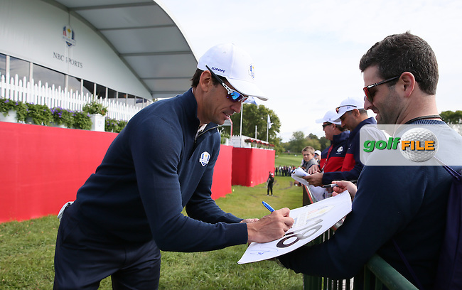 Rafa Cabrera Bello (Team Europe) signing autographs during Tuesday's Practice Round ahead of The 2016 Ryder Cup, at Hazeltine National Golf Club, Minnesota, USA.  27/09/2016. Picture: David Lloyd | Golffile.