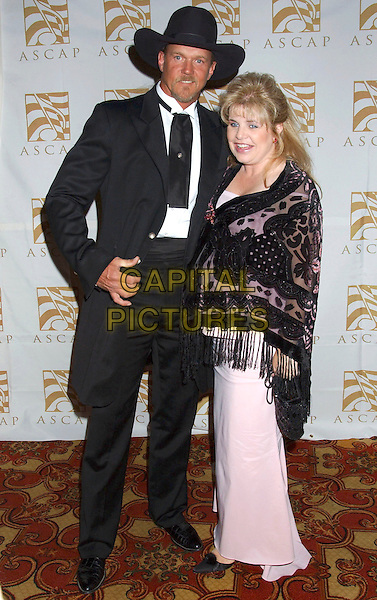 TRACE ADKINS & RHONDA ADKINS0N.ASCAP 2004  Country Music Awards held at the Opryland Hotel,  Nashville, Tennessee, USA, 8th November 2004..full length married husband wife cowboy hat.**UK SALES ONLY**.Ref: ADM.www.capitalpictures.com.sales@capitalpictures.com.©Laura Farr/AdMedia /Capital Pictures .