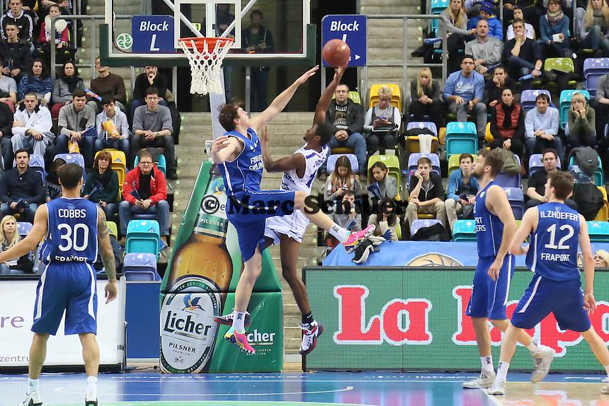 Johannes Richter (Skyliners) gegen Tyren Johnson (Aalstar) - Fraport Skyliners vs. Okapi Aalstar, Fraport Arena Frankfurt