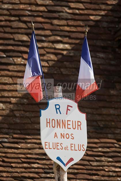 Europe/France/Midi-Pyrénées/46/Lot/ Quissac: Mat en honneur des élus