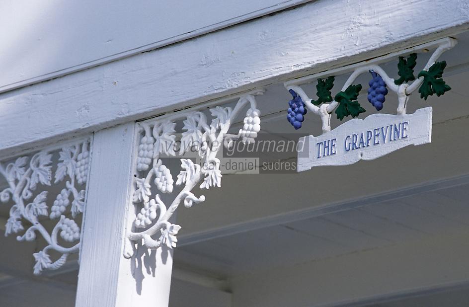 Les Bahamas /Ile d'Eleuthera/Harbour Island/Dunmore Town: détail Maison coloniale du front de mer du village