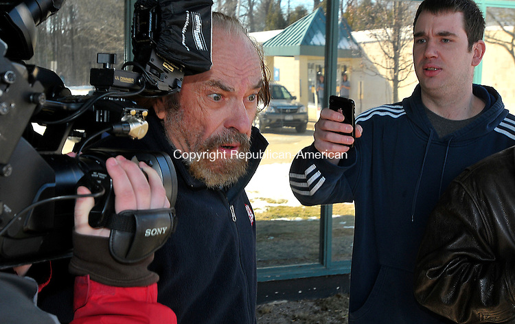 BANTAM, CT-01 February 2010-020110S06--Actor Elmore &quot;Rip&quot; Torn makes his way out of Bantam Superior Court on Monday following his arraignment on his arrest Friday in Sailsbury. Torn was arrested Friday night after authorities found him inside the Litchfield Bancorp in Salisbury with a loaded revolver. He later posted bail and his case was continued. <br /> Jim Shannon Republican-American