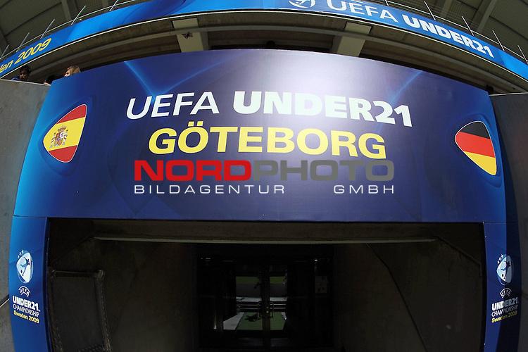 UEFA U21 Europameisterschaft / EM Europeen Championship Under 21 2009 Schweden / Sweden - GŲteborg / Gothenborg 15.06.2009 Group B - Matchday 1 Gamla Ullevi Stadion<br /> <br /> Match 2: Spanien / Spain (ESP) vs. Deutschland / Germany (GER)<br /> <br /> Der Spielertunnel mit den Landesflaggen.<br /> <br /> Foto &copy; nph ( nordphoto ) *** Local Caption *** Fotos sind ohne vorherigen schriftliche Zustimmung ausschliesslich fŁr redaktionelle Publikationszwecke zu verwenden. Auf Anfrage in hoeherer Qualitaet/Aufloesung *** Local Caption *** <br /> Fotos sind ohne vorherigen schriftliche Zustimmung ausschliesslich fŁr redaktionelle Publikationszwecke zu verwenden.<br /> <br /> Auf Anfrage in hoeherer Qualitaet/Aufloesung