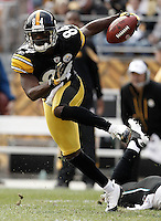 PITTSBURGH, PA - OCTOBER 16:  Antonio Brown #84 of the Pittsburgh Steelers runs with the ball against the Jacksonville Jaguars during the game on October 16, 2011 at Heinz Field in Pittsburgh, Pennsylvania.  (Photo by Jared Wickerham/Getty Images)