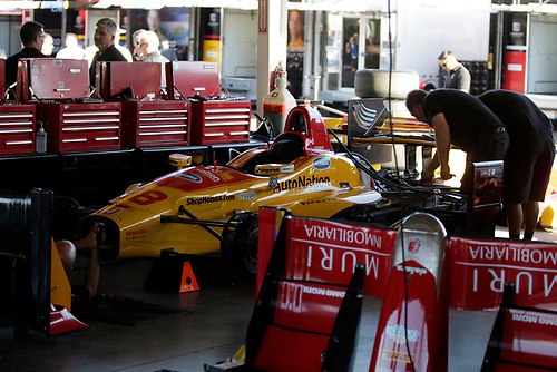 26-27 February, 2016, Avondale, Arizona USA<br /> Andretti garage, crewman at work on Ryan Hunter-Reay's car<br /> ©2016, Phillip Abbott<br /> LAT Photographic