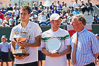 15-07-12, Netherlands,Tennis, ITS, HealthCity Open, Scheveningen, Final  Matwe Middelkoop, runner up and winner  Jerzy Janowicz (L) right tournament director Ivo Pols .