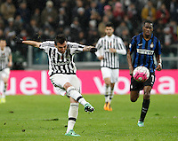 Calcio, Serie A: Juventus vs Inter. Torino, Juventus Stadium, 28 February 2016.<br /> Juventus&rsquo; Mario Mandzukic kicks the ball during the Italian Serie A football match between Juventus and Inter at Turin's Juventus Stadium, 28 February 2016.<br /> UPDATE IMAGES PRESS/Isabella Bonotto