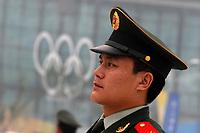 Poliziotto cinese con sfondo i cinque cerchi olimpici<br /> Pechino - Beijing 8/8/2008 Olimpiadi 2008 Olympic Games<br /> The Opening ceremony for the XXIX Olympic games.<br /> Cerimonia d'apertura delle Olimpiadi di Pechino 2008<br /> Foto Andrea Staccioli Insidefoto