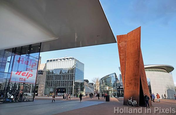 Nederland - Amsterdam -  Februari 2019.  Het Stedelijk en het van Goghmuseum op  het Museumplein.  Foto Berlinda van Dam / Hollandse Hoogte
