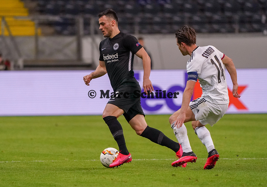 Filip Kostic (Eintracht Frankfurt) gegen Valentin Stocker (FC Basel) - 12.03.2020: Eintracht Frankfurt vs. FC Basel, UEFA Europa League, Achtelfinale, Commerzbank Arena<br /> DISCLAIMER: DFL regulations prohibit any use of photographs as image sequences and/or quasi-video.